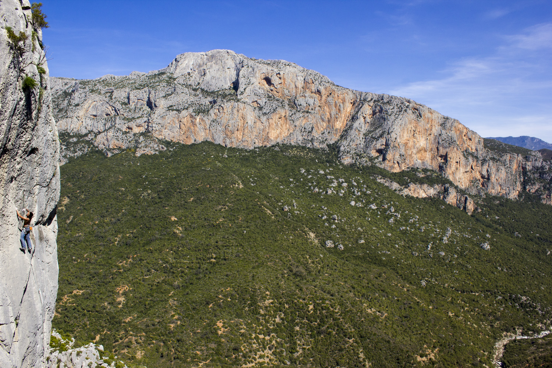 Nacho climbing in Caiat stunning limestone.
